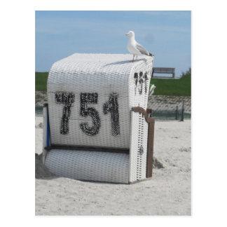 Möwe auf Strandkorb Postkarte