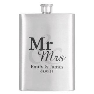 Mr&Mrs einfache elegante Typografie-Gastgeschenk Flachmann
