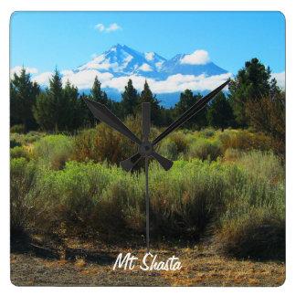 Mt Shasta Quadratische Wanduhr