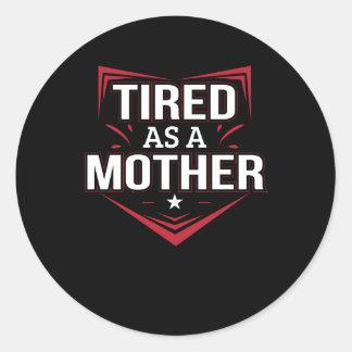 Müde als Mutter-lustiges Mutter-Sprichwort-Shirt Runder Aufkleber