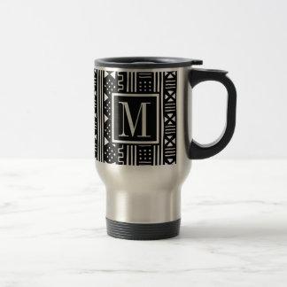 Mudprint inspirierte Monogramm-Schwarz-Druck Reisebecher