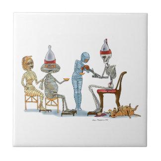 Mummific Skelett-Abendessen Keramikfliese