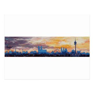 München-Skyline an der Dämmerung mit Alpen Postkarte