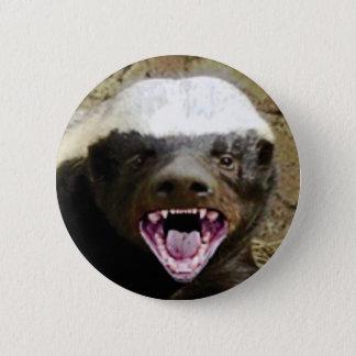 Mundbiss-Honigdachs Runder Button 5,7 Cm
