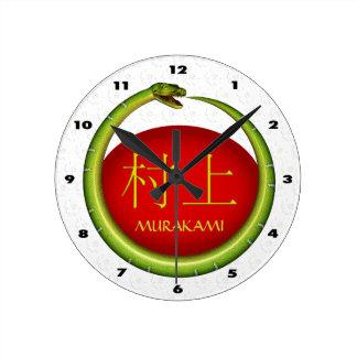 Murakami Monogramm-Schlange Runde Wanduhr