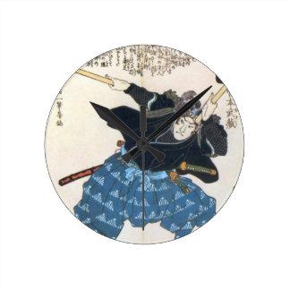 Musashi Miyamoto 宮本武蔵 mit zwei Bokken Runde Wanduhr