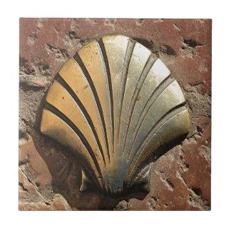 Muschelzeichen Goldel Camino, Plasterung, Leon, Fliese