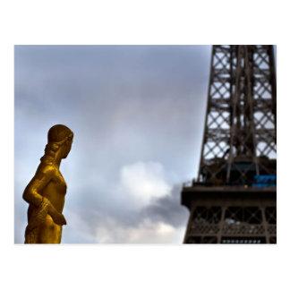 Muse und der Eiffelturm Postkarte