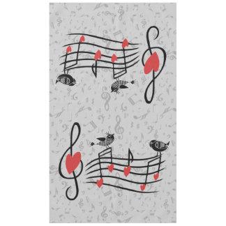 Musik-Liebe-Vögel auf grauen musikalischen Tischdecke
