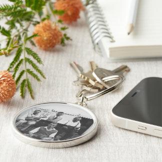 Musikalischer Feiertag Schwarz-weißes Silberfarbener Runder Schlüsselanhänger