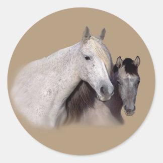 Mustangs Sally und Wilson-Aufkleber Runder Aufkleber