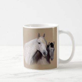 Mustangs Sally und Wilson-Tasse
