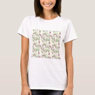 Muster mit roten weißen Tulpen T-Shirt