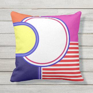 Mutige Farben, feines Grafikdesign Kissen Für Draußen