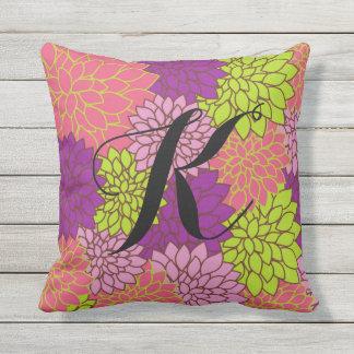 Mutiges Blumenw/Initial in Limonem Grünem, rosa, Kissen Für Draußen