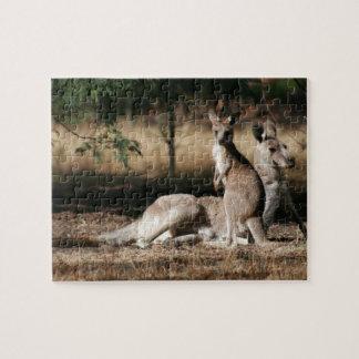 Mutter Känguru und Joey sich entspannen Puzzle