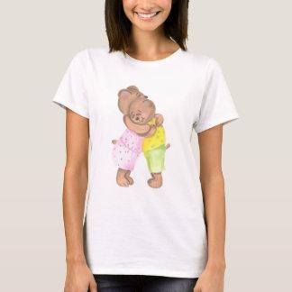 Mutter u. Kind trägt, Shirts zusammenzubringen