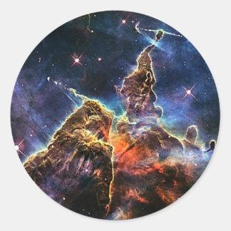 Mystischer Berg in der Raum NASA Runder Aufkleber
