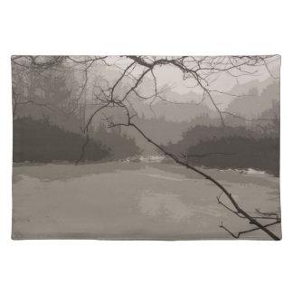 Mystischer Nebel über Sumpf-Tischset