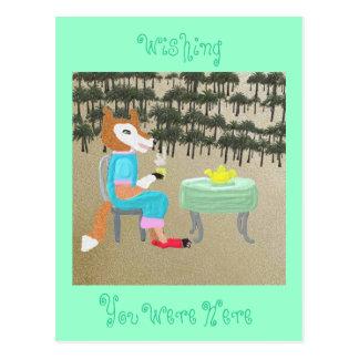 MZ. Fox trinkt Tee durch die Palmen Postkarte
