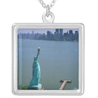 N.A., USA, New York, New York City. Die Statue Versilberte Kette