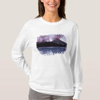 Na, Kanada, Banff NP, das erste Licht des Morgens T-Shirt