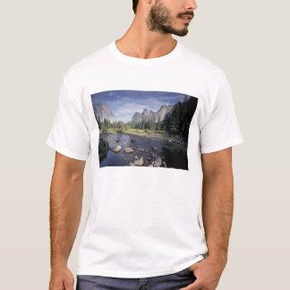 Na, USA, Kalifornien, Yosemite NP, Talansicht T-Shirt