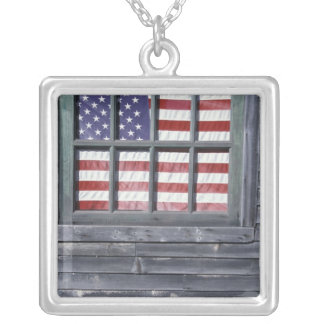 Na, USA, Maine, Georgetown-Insel. Flagge von Versilberte Kette