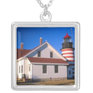 Na, USA, Maine.  WestQuoddy Leuchtturm nahe Versilberte Kette