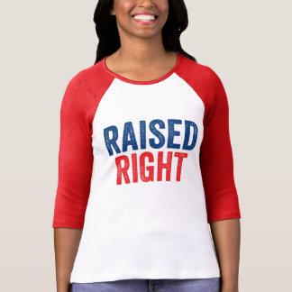 Nach rechts angehoben T-Shirt
