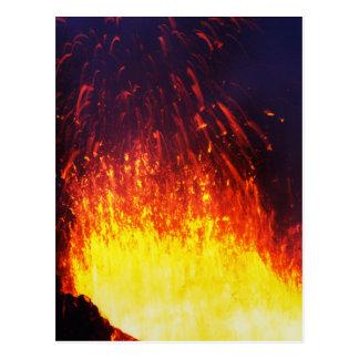 Nachteruptionsvulkan: Feuerwerkslava im Krater Postkarte