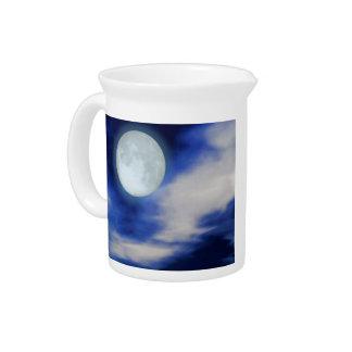 Nächtlicher Himmel mit Mond und Wolken Krug