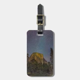 Nächtlicher Himmel Yosemite-Tal-EL Capitan Kofferanhänger