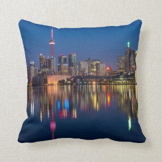 NachtStadtbild Torontos Kanada Kissen