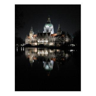 Nachtzeit-Reflexionen in Hannover, Deutschland Postkarte