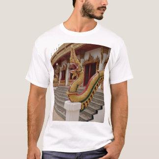 Naga bei 9 Geschoß Stupa, Khon Kaen T-Shirt