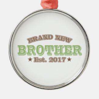 Nagelneuer Bruder Est. 2017 (Grün) Rundes Silberfarbenes Ornament