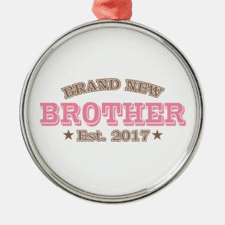 Nagelneuer Bruder Est. 2017 (Rosa) Rundes Silberfarbenes Ornament
