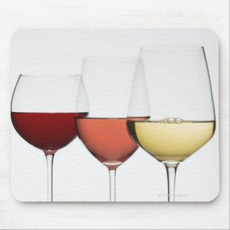 Nah oben von den Gläsern verschiedenen Weinen Mousepad