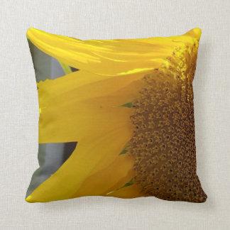 Nah oben von der gelben Sonnenblume Kissen