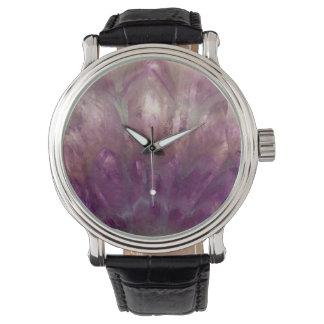 Nah oben von einem lila Amethyst Uhr
