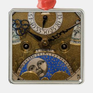 Nah oben von einer alten Uhr, Deutschland Silbernes Ornament