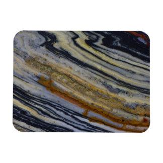 Nah oben von einer gestreiften Jaspis-Platte Magnet