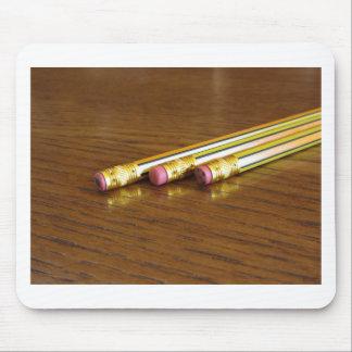 Nahaufnahme der benutzten Bleistiftradiergummis Mousepad