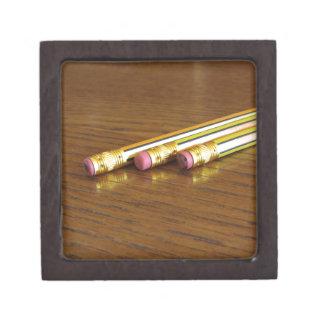 Nahaufnahme der benutzten Bleistiftradiergummis Schmuckkiste