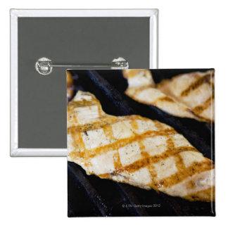 Nahaufnahme der gegrillten Hühnerbrüste Quadratischer Button 5,1 Cm