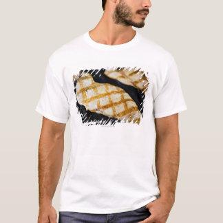 Nahaufnahme der gegrillten Hühnerbrüste T-Shirt