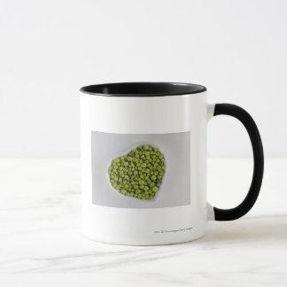 Nahaufnahme der grünen Kiesel in einer Tasse