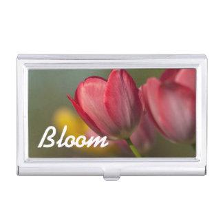 Nahaufnahme der roten und gelben Tulpen im Garten Visitenkarten Etui