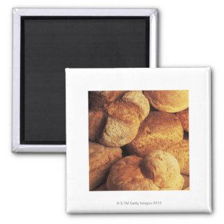 Nahaufnahme des gebackenen Brotes Quadratischer Magnet